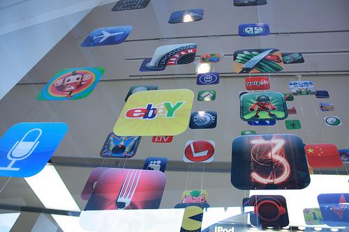 Mehr als 100.000 iPhone-Apps sind schon verfügbar (Foto: mindonfire | flickr)