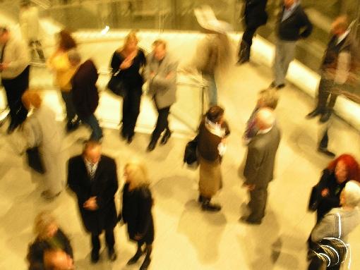 Menschenmenge bei einem Empfang Blogbreite
