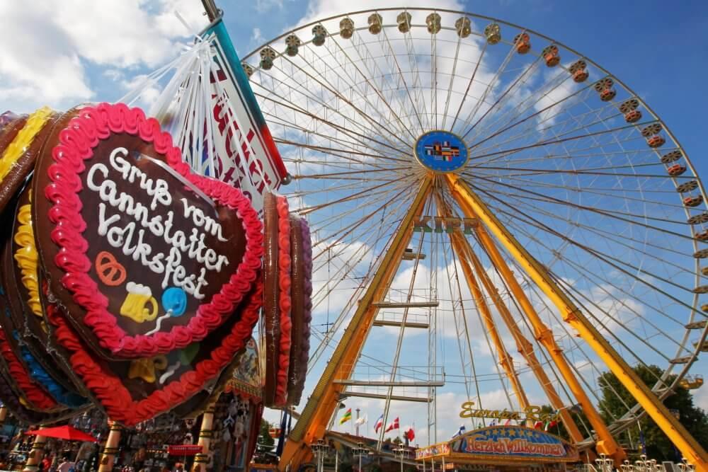 cannstatter_volksfest_lebkuchenherzen_mit_riesenrad_foto_thomas_niedermueller